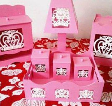 Kit de higiene para bebês- MDF,  coroas. 7 PEÇAS ! !