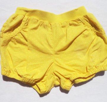 Shorts amarelo com bolinhas Carter